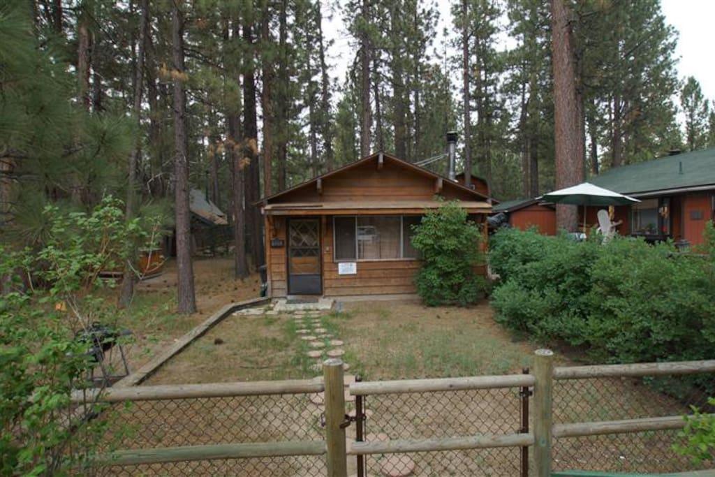 Romantic getaway woodsy getaway cabin houses for rent for Romantic big bear cabins