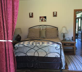 Comfy Master  bedroom- private entry - House