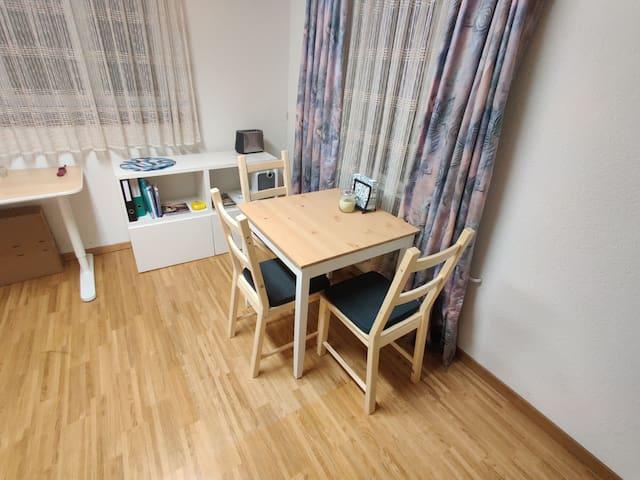 Zimmer plus separate Küche in Zürich Altstetten