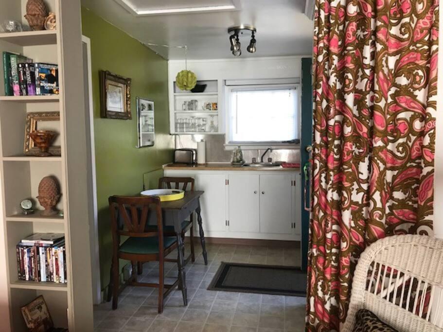 small apt size kitchen (no stove/oven)