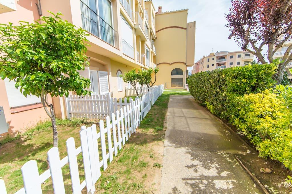 camino al apartamento jardin