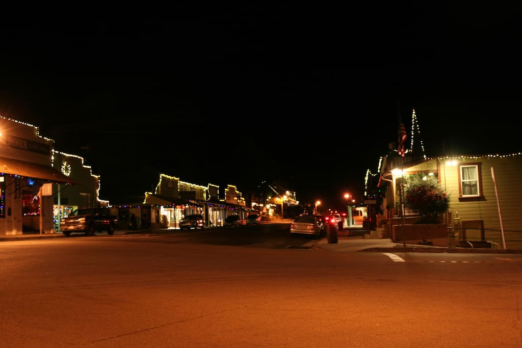 Downtown Julian during the holidays.