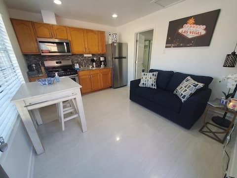 Personal private suite/close to strip