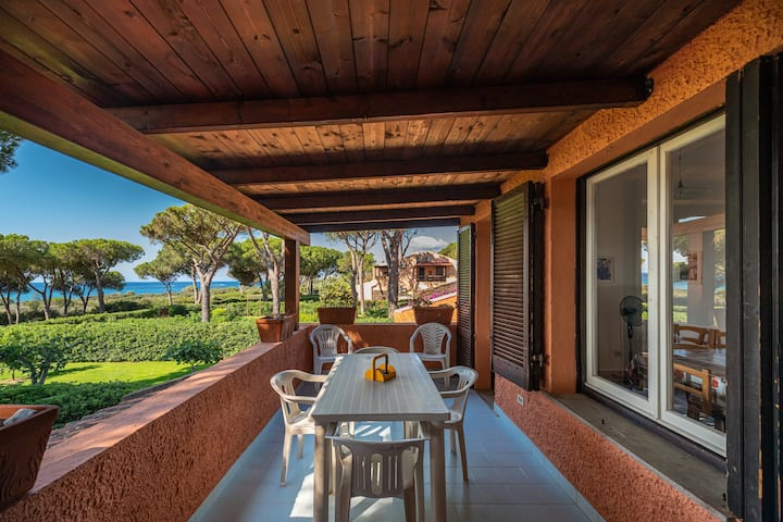 """Cosy Holiday Apartment """"Villetta Vista Mare"""" with Wi-Fi, Balcony and Terrace; Parking Available"""