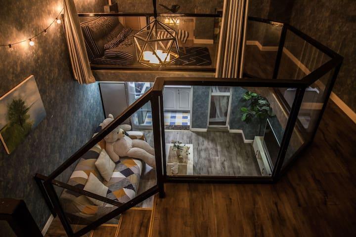 02地铁旁,带阁楼 ,loft双层简欧风公寓,直达春熙路,太古里,宽窄巷子