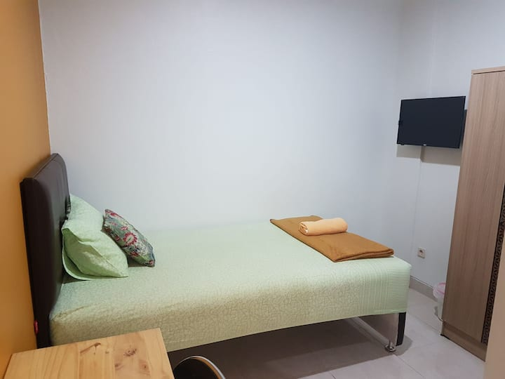 Cozy home in Central Jogja (Room103) near UGM&Mall
