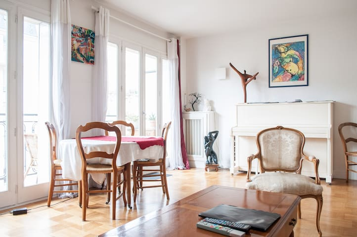 Bright & sunny apt close to Paris