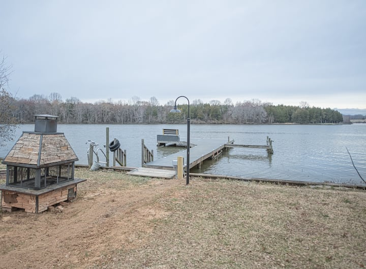 Waterfront LAKE ANNA home with dock