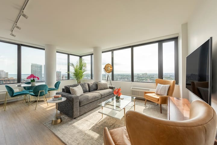 Top Floor 2BR Apartment with Wraparound NYC Views