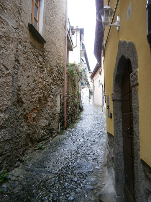 la via del borgo