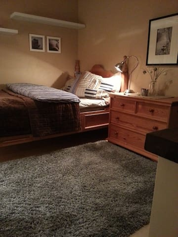 Cosy room in Tromsø for rent. - Tromsø - House