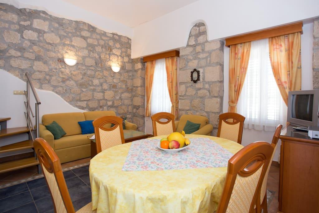 mediterranean style stone walls