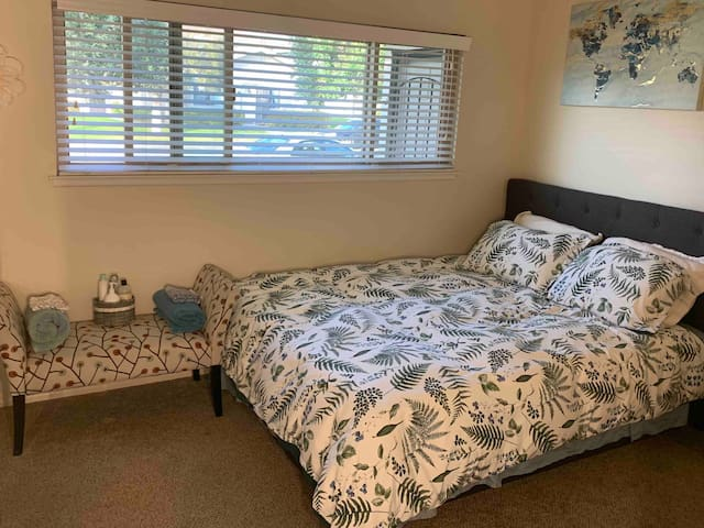 Lovely & Peaceful Room Near Bluffs & Beach