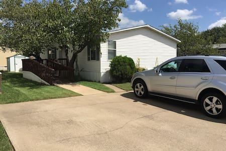 Shared home close to DFW airport. - Lewisville - Casa