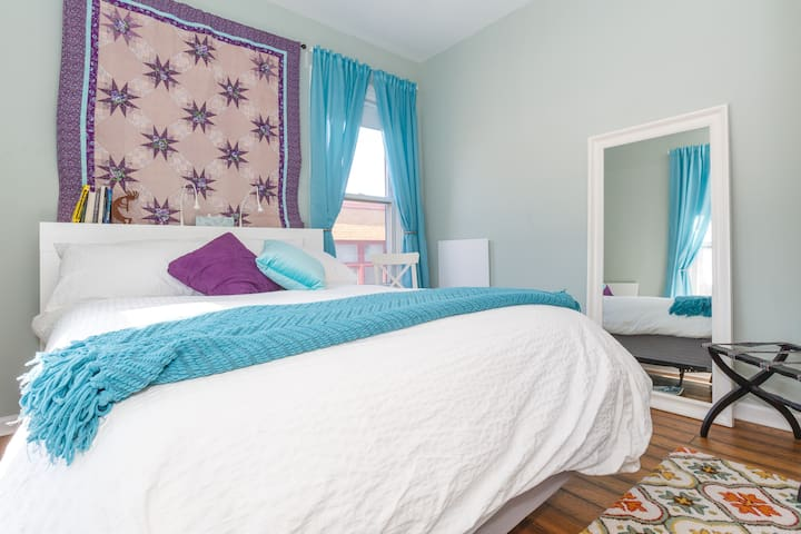 Bright 2BR 15 Min. to NY Times Square, NJ - Юнион Сити