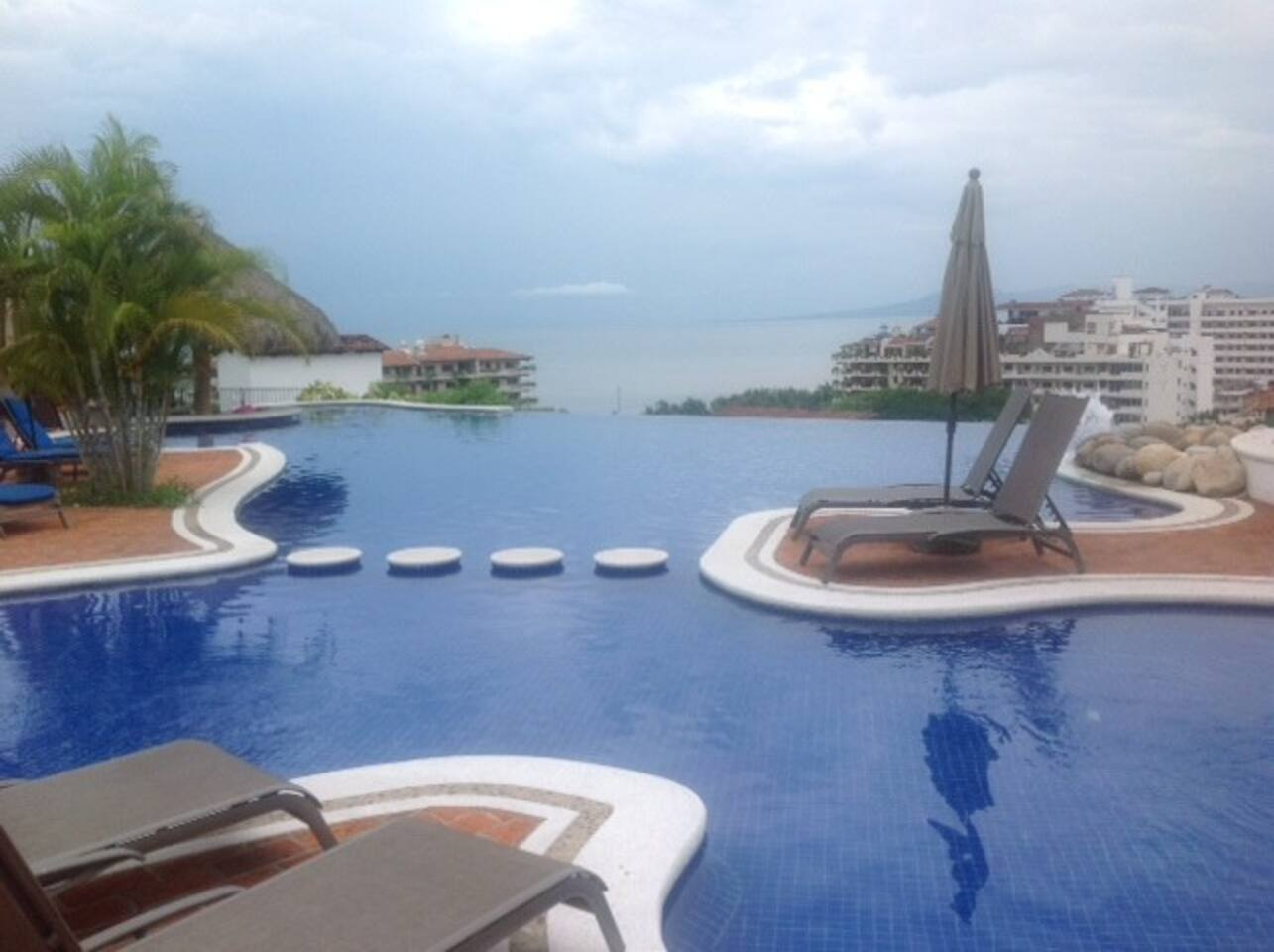 Infinity Salt Water, Amazing Swimming pool and jacuzzi overlooking Puerto Vallarta!