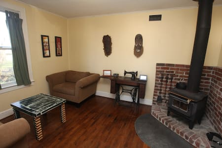 Cville Cottage - everything nearby! - Charlottesville - House