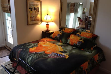 Featuring private entrance and lanai, the Studio includes air conditioning, cooking facilities & refrigerator, king bed, satellite TV, free WiFi, linens, and en suite bathroom with fresh towels and toiletries. 2 guests maximum may stay in this room.