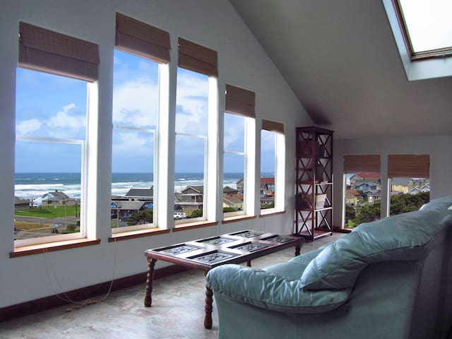 *Oceanview, Spa, Secret Game Room, 800 SF Master*