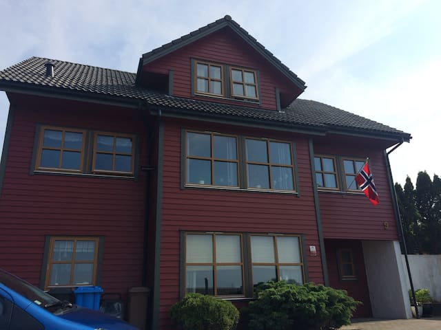 Stunning appartment,fully equipped.Private parking - Sandnes