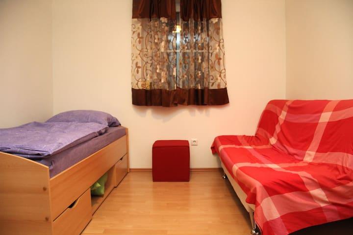 Schönes Zimmer im Einfamilienhaus - Friedberg - House