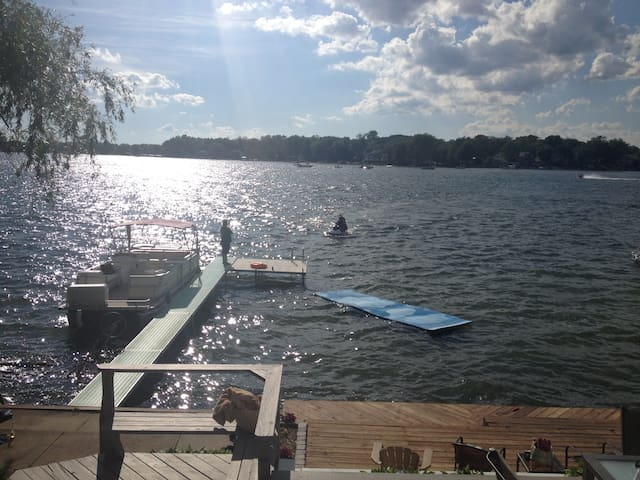 Lake Home RIGHT on the water! - West Bloomfield Township - Casa