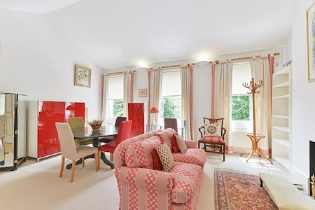 Immaculate, comfortable flat with a queen bed. - London - Apartment