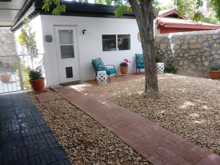 Private Guest House in Mission Hills