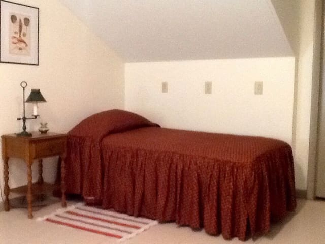 Second floor sleeping area with twin bed #1