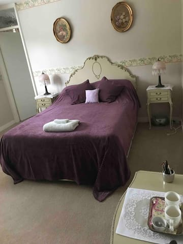 En-suite bedroom situated upstairs. King size bed.