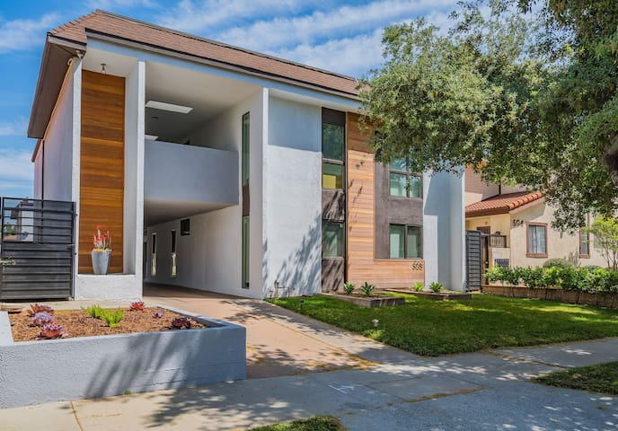 Cozy Modern 2 Bedroom/ 2 Bath in North Alhambra