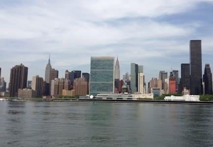AMAZING VIEW OF MANHATTAN SKYLINE - Long Island city