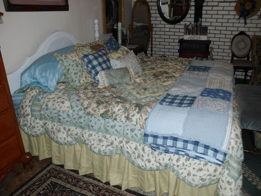 Enchanted  2 bdrm Cottage Homestay
