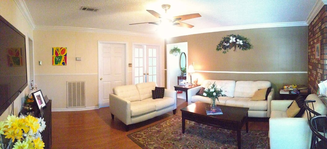 Friendly cosy home to live in - Metairie - ที่พักพร้อมอาหารเช้า