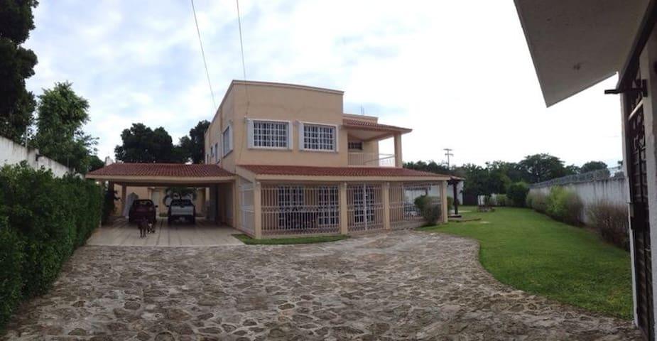 La Casa de la Abuela. - Calderitas - Casa