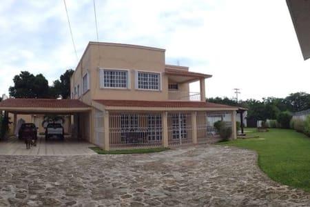 La Casa de la Abuela. - Calderitas