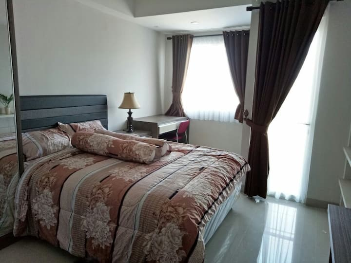 Cozy Studio Room Apartment - The Oasis Cikarang