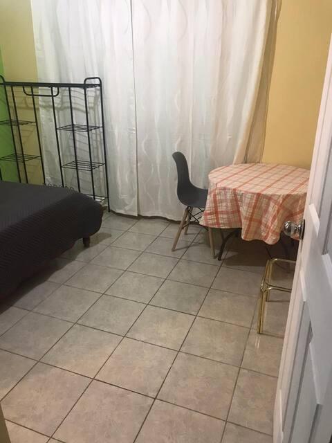 Habitación tranquila y con desayuno incluído