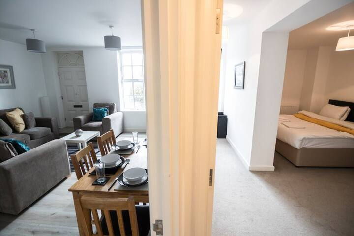 Riverside 2, 1 King, 2 singles, sleeps 4, Parking