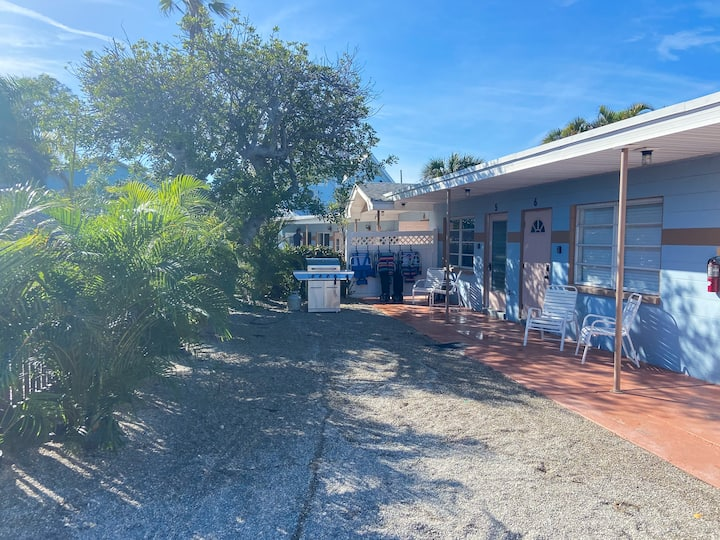 Pelican Post #6 - Fresh New Property from AMI Locals. Close to Beach!
