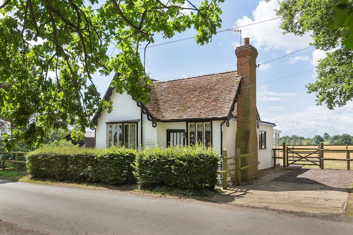 South Lodge Charming 2 bedroom Rural Cottage
