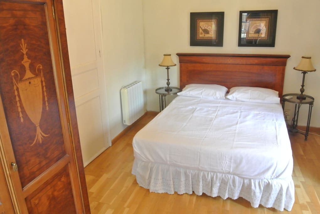 Main bedroom with 2 small balconies, magnificent wardrobe, air-con