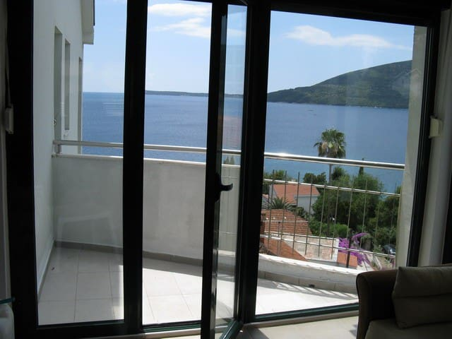 Apartment with sea view (No. 2)