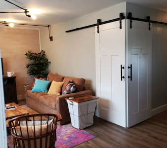 Quiet 1BR Renovated Apt- Near Downtown Hot Springs