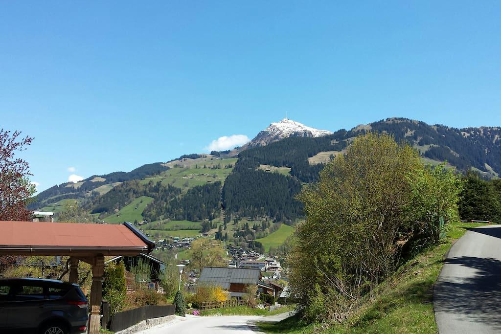 Die Aussicht von unserem Haus auf das Kitzbüheler Horn