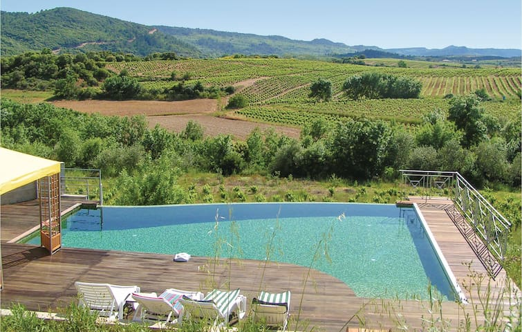Holiday cottage with 4 bedrooms on 179m² in Prades sur Vernazobre