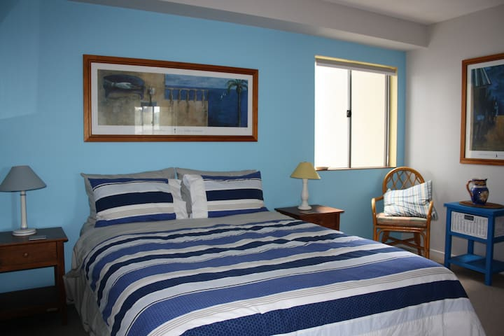 Classy apartment 3 mins stroll to Kings Beach - Kings Beach