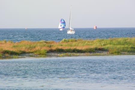 """Studio Tomé face à la mer """"les pieds dans l'eau"""" - Louannec - Huoneisto"""