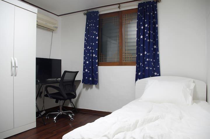 Clean & Private Room #1 Near Cheongju Univ.