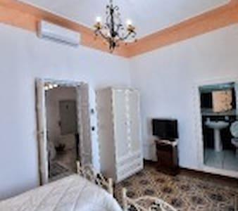Camera Doppia con due letti singoli in Centro - Mesagne